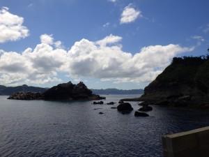 浮島の東側の岩場 海水浴にぴったり